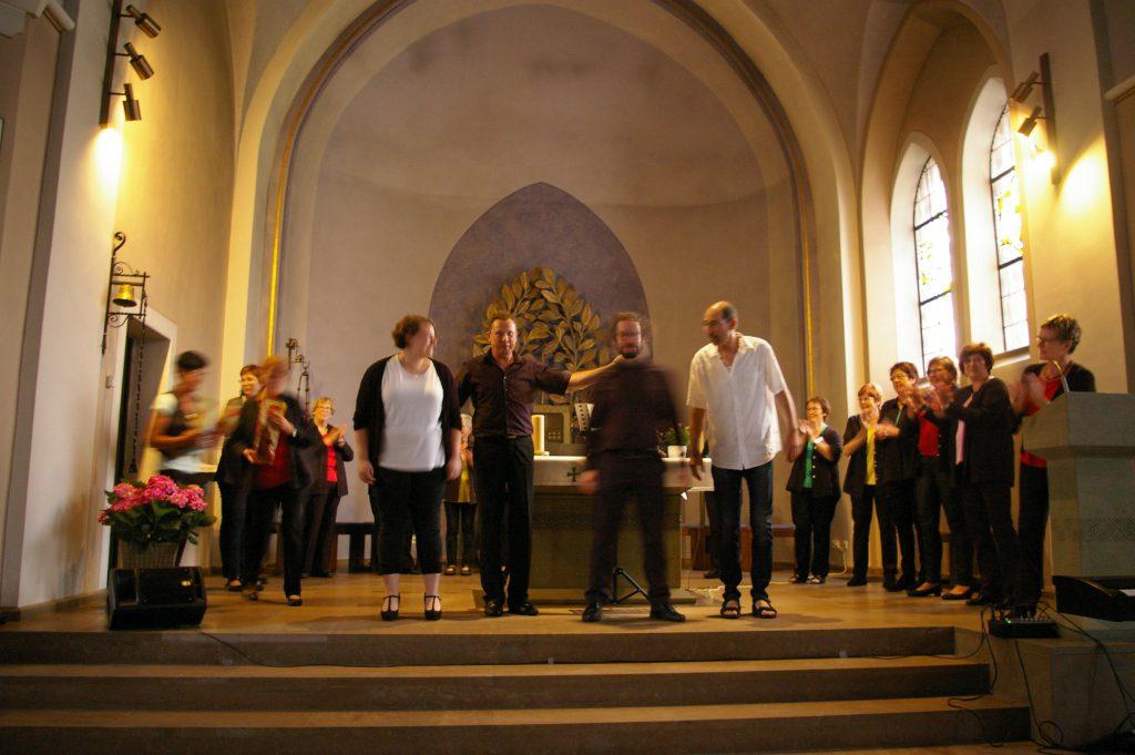 vorne links Elena Caotarani, die Solistin des Konzerts
