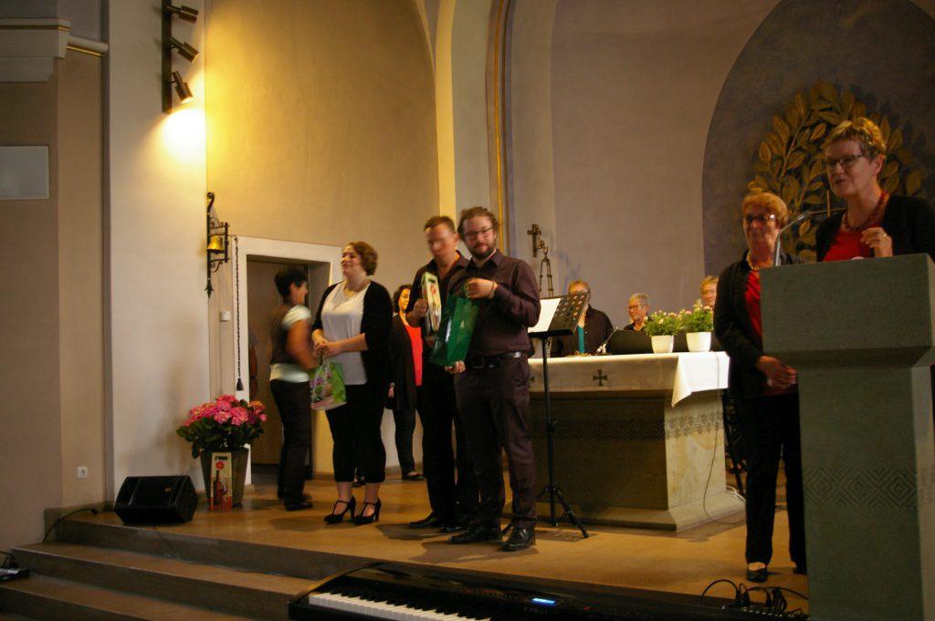 Kleine Aufmerksamkeiten für die Solistin, den Pianisten und die Chorleiter