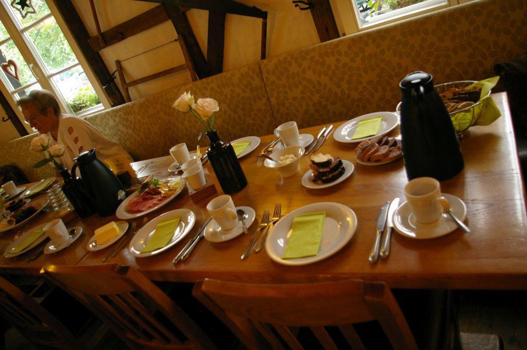"""Nach der Kultur kommt das Essen: eine echte """"Bergische Kaffeetafel""""!"""